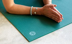 hands on non slip yoga mat